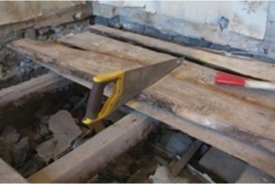 Демонтаж старого деревянного пола