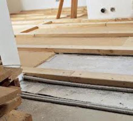 Укладка лаг на бетонное основание