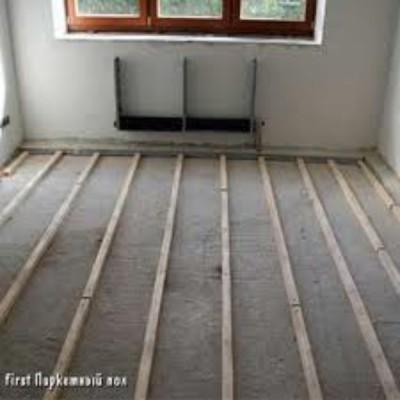 Укладка лаг на цементную стяжку бетонного пола