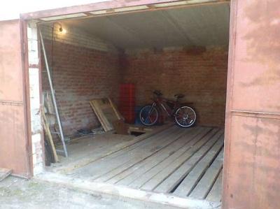 Деревянный пол в гаражном боксе