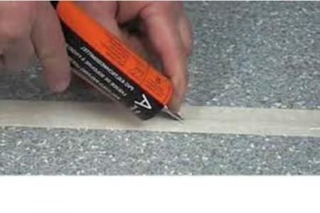 Как нанести клей в стыки между линолеумом