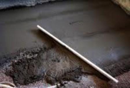 Цементно-песчаная стяжка пола в ванной