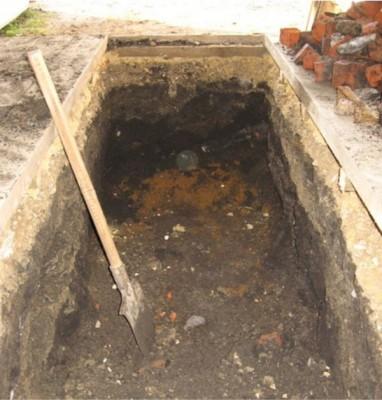 Копаем котлован для смотровой ямы в гараже