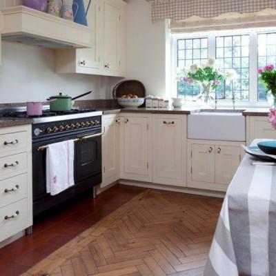 Паркетный пол на кухне