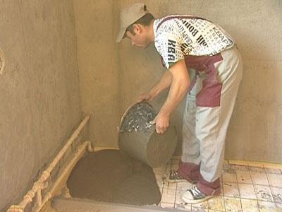 Цемент выливается на армированную сетку