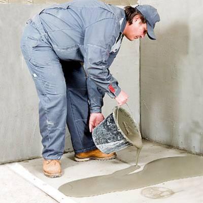 Заливка самовыравнивающейся смесью бетонной стяжки