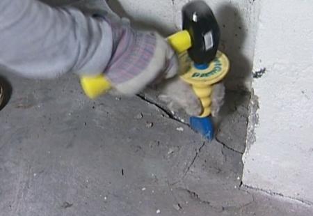 Заделка мелких трещин в бетоне