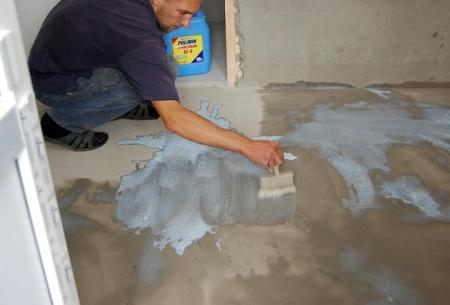 Покрытие бетонного основания грунтовкой