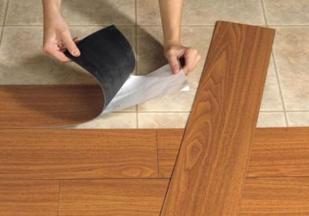 Самоклеющаяся плитка пвх укладывается просто и быстро