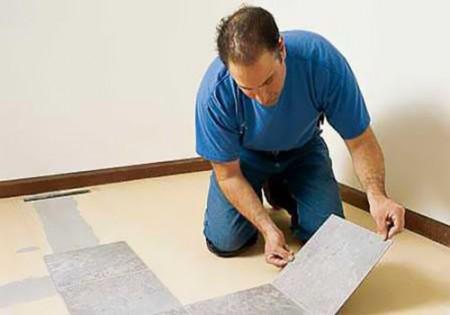 Перед монтажом плитку необходимо разложить в помещении
